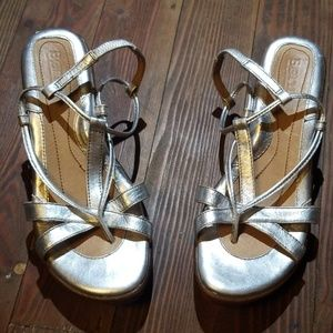 Low heel silver born shoes